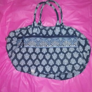 VERA BRADLEY carry on quilted bag. Like new